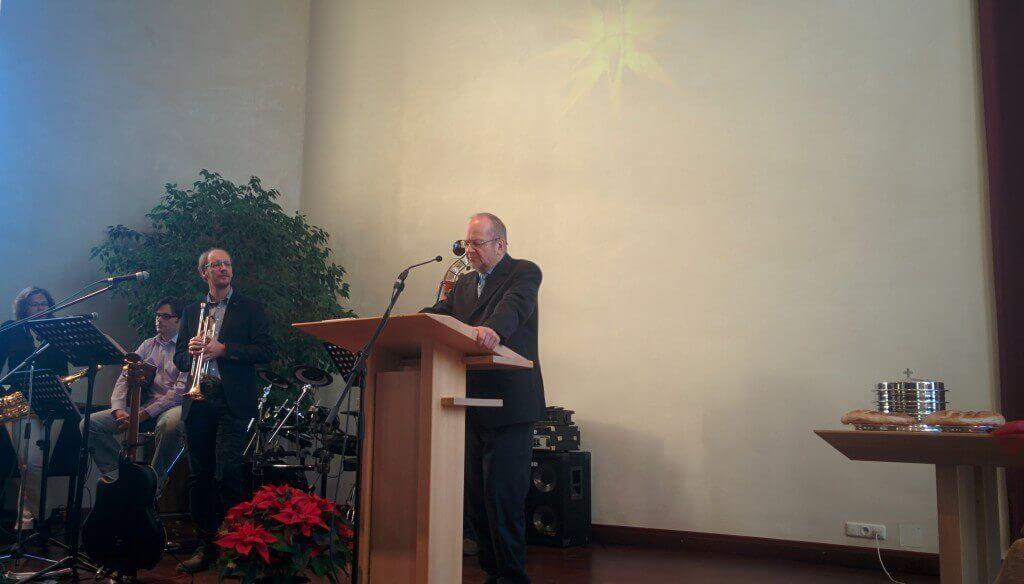 """Gerd Ballon am 06.12.2015 bei der Predigt zum Thema """"Macht hoch die Tür!"""""""