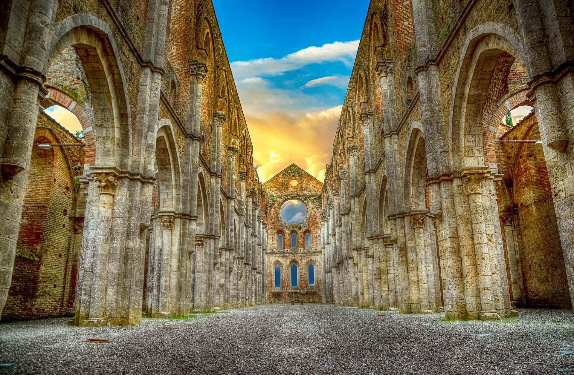 Ruinen einer Abtei. Symbolbild für Christentum in der Spätantike