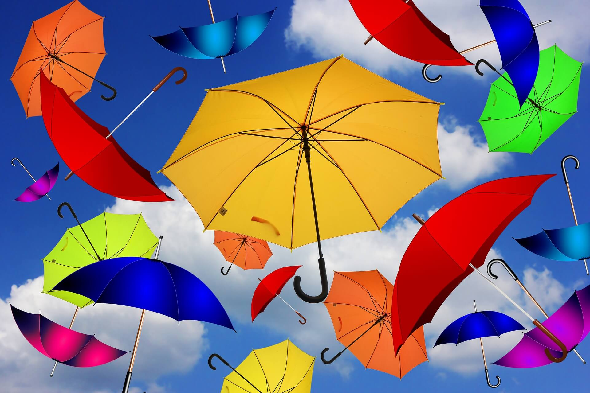 Viele bunte Regenschirme. Bild zum Regenschirm-Tag